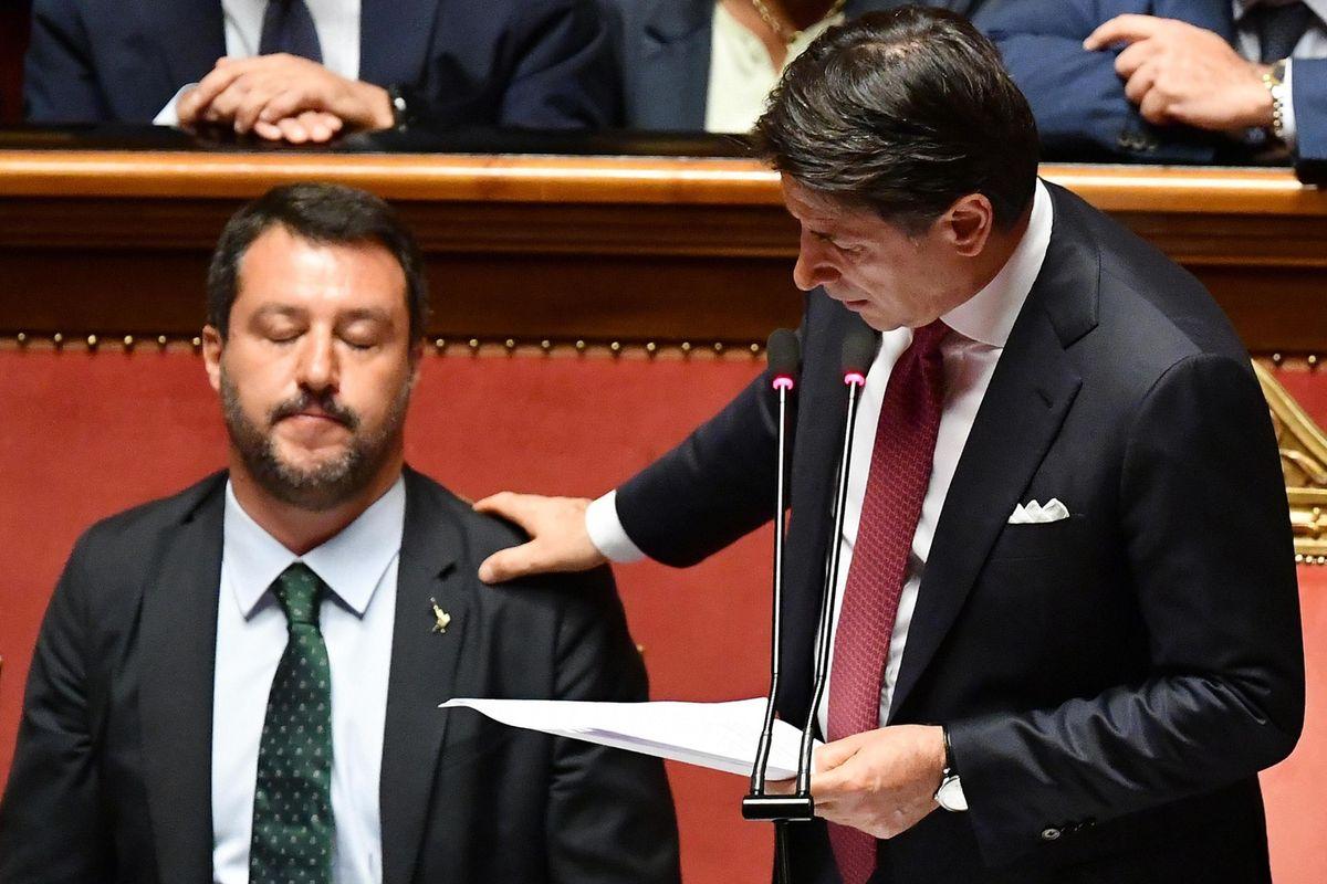 Un paio di insulti (mosci) a Salvini e Conte da burattino è diventato star