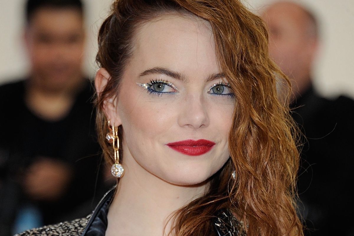 Here's What Emma Stone Looks Like as Cruella de Vil