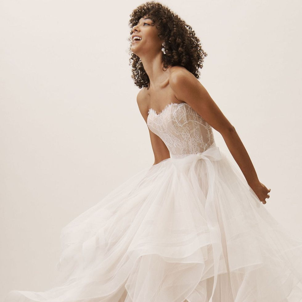 6 Under-$6 Wedding Dresses for Flat-Chested Brides - Brit + Co