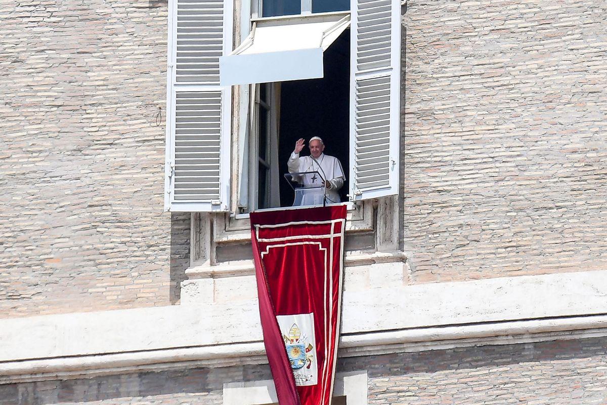 Il Vaticano pur di spalancare i porti si farà andar bene anche l'eutanasia