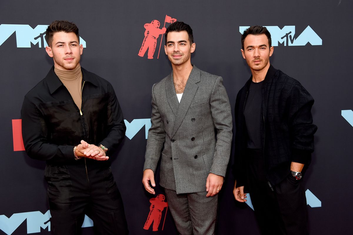 Jonas Brothers Pay Tribute to Jersey at the VMAs