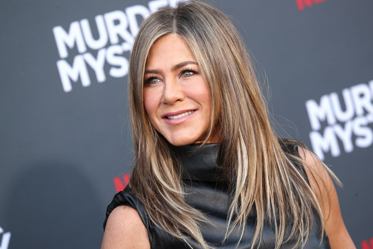 Jennifer Aniston's Beauty Secret Is a 24-Karat Vibrating Bar