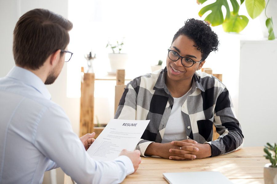 Job seeker conveying three things during a job interview