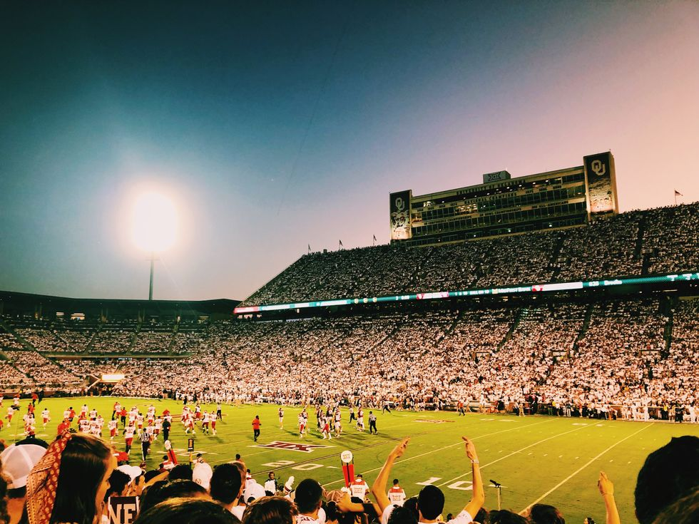 5 Ways College Football Is A Whole Different Ball Game Compared To High School Football