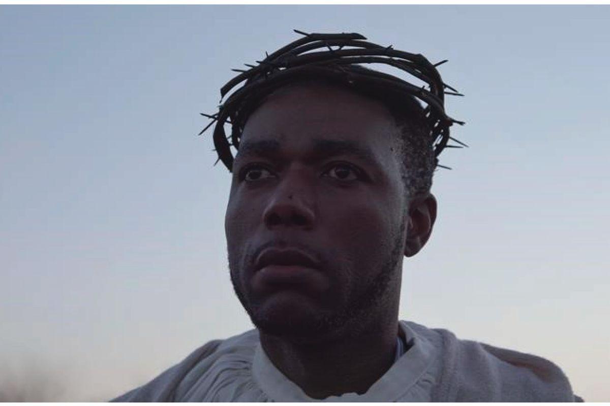 Nel «nuovo Vangelo» il Gesù nero lascia che i migranti vengano a noi
