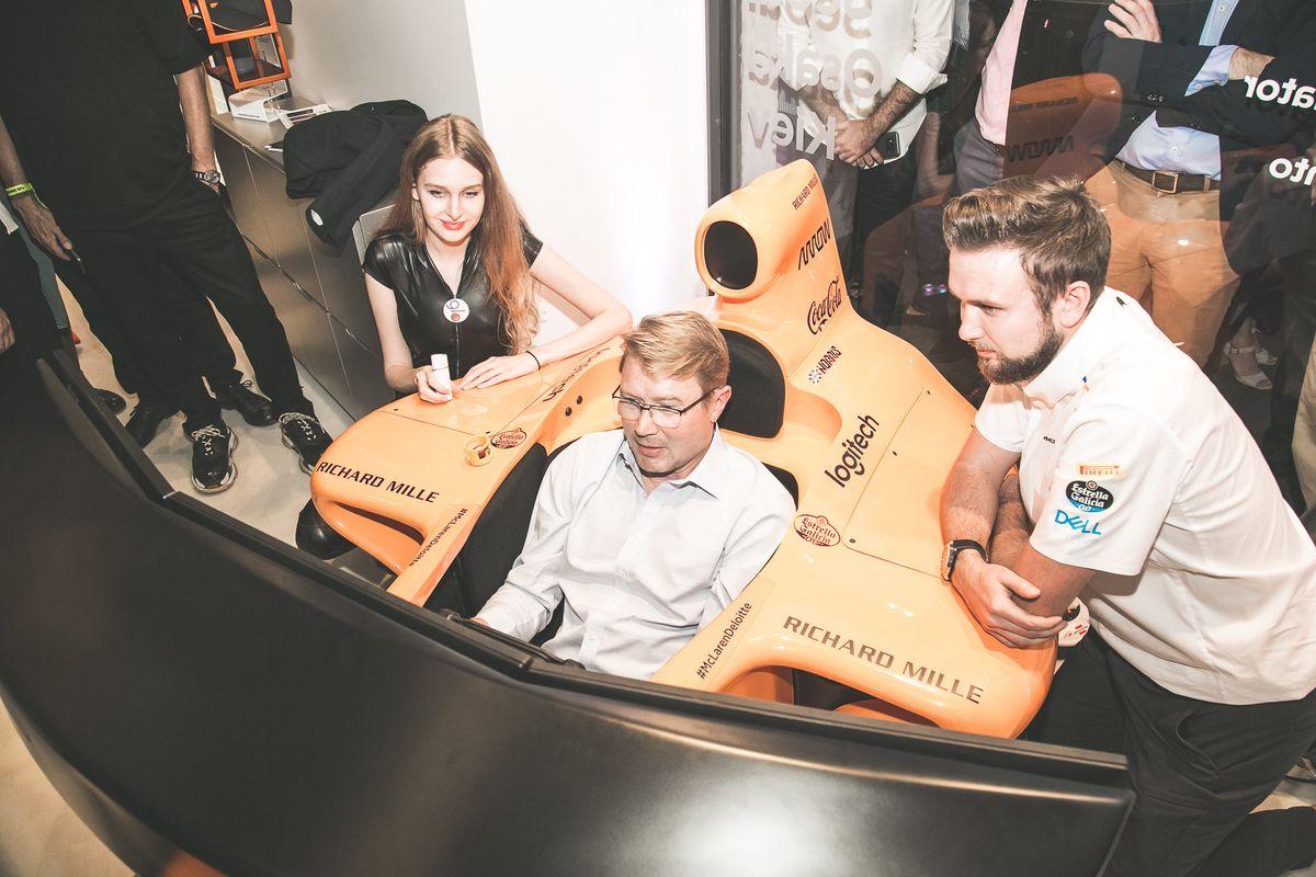 McLaren fa correre la sigaretta che non brucia