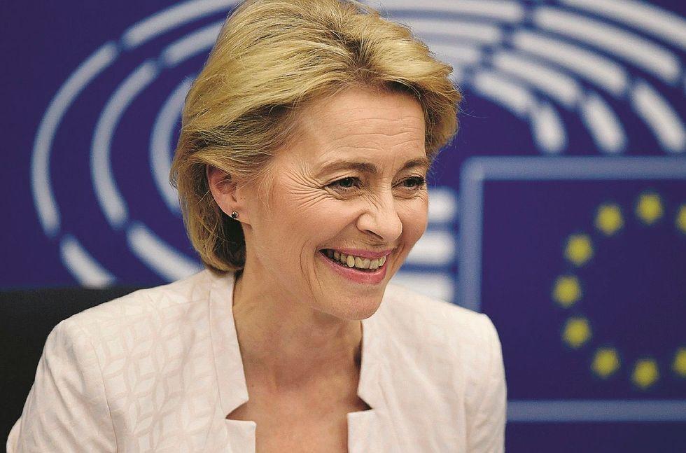 Ora che ha cacciato il Carroccio l'Ue è pronta a sdoganare il deficit