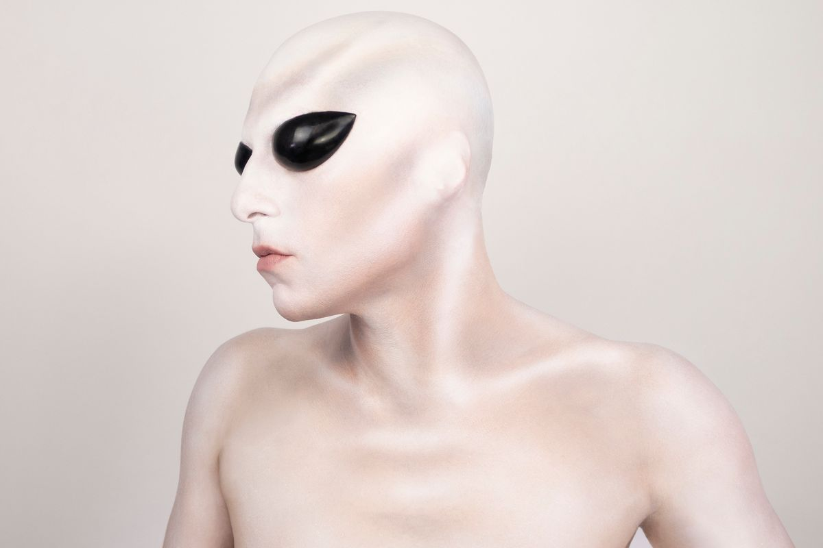Invade Area 51 With This Beauty Tutorial