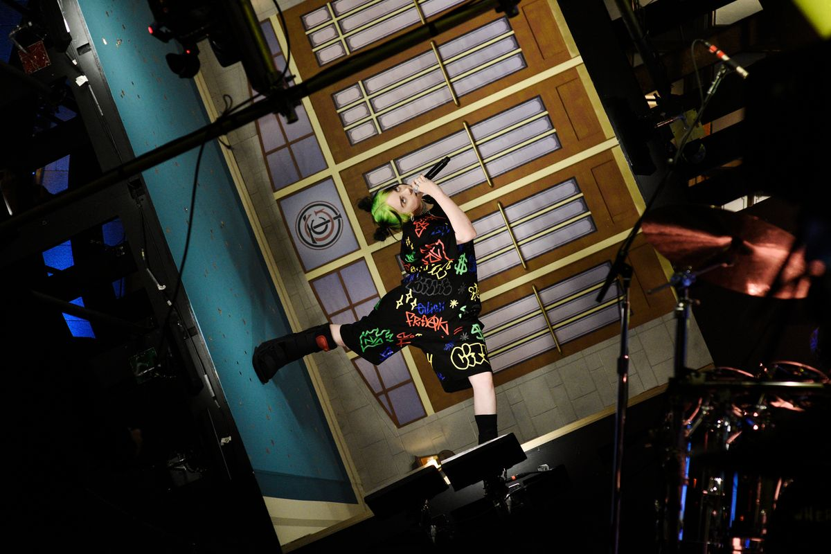Billie Eilish Brings a Rotating Stage to 'SNL'