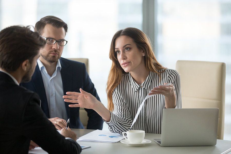 Female leader tackles conflicts at work