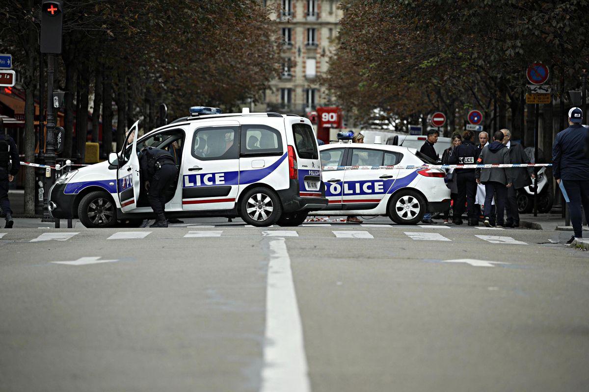 Fa una strage in prefettura a Parigi. Si era appena convertito all'islam