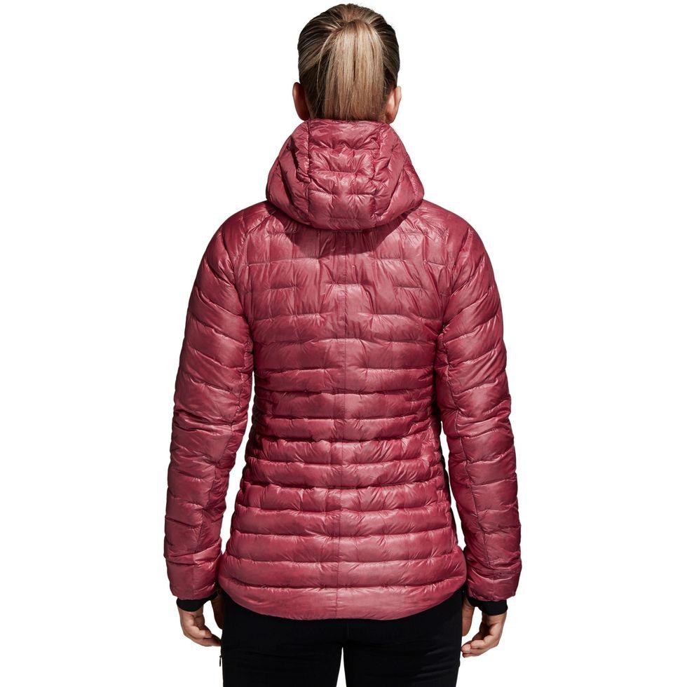 hunter schafer euphoria look invierno abrigo