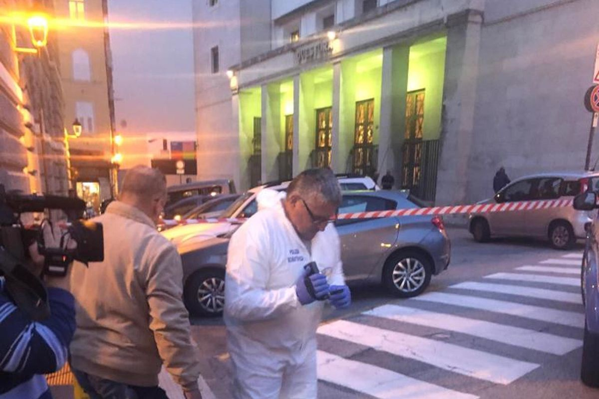 Due poliziotti trentenni uccisi in Questura a Trieste da rapinatori dominicani