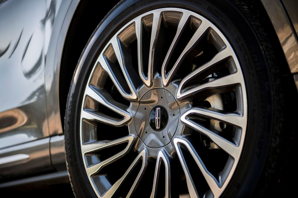 2020 Lincoln Corsair Reserve wheels