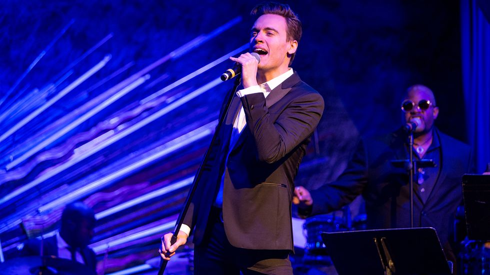 Erich Bergen sings mightily on stage