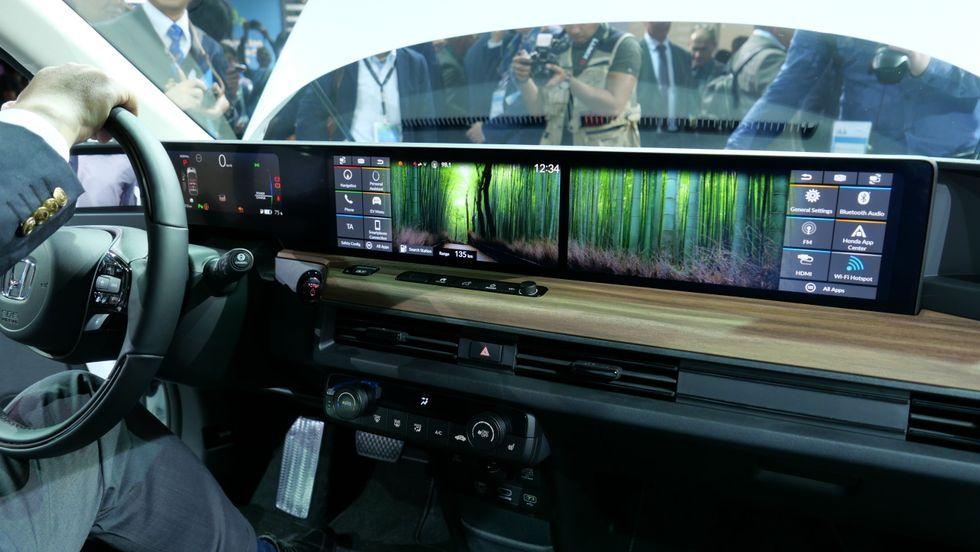 Honda E dashboard displays