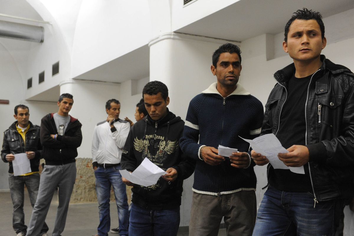 Pronti, via: reddito di cittadinanza più facile per altri 500.000 stranieri