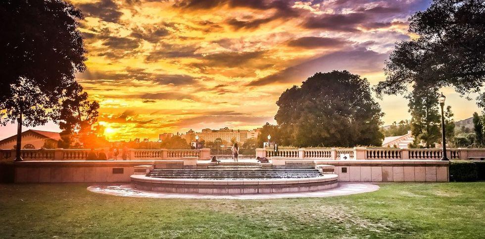 https://ynov-bordeaux.com/wp-content/uploads/2017/04/UCLA_sunset-1280x630.jpg