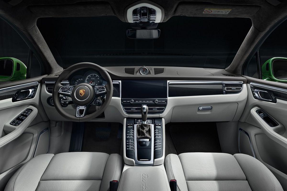 2020 Porsche Macan Turbo interior steering wheel screen shifter