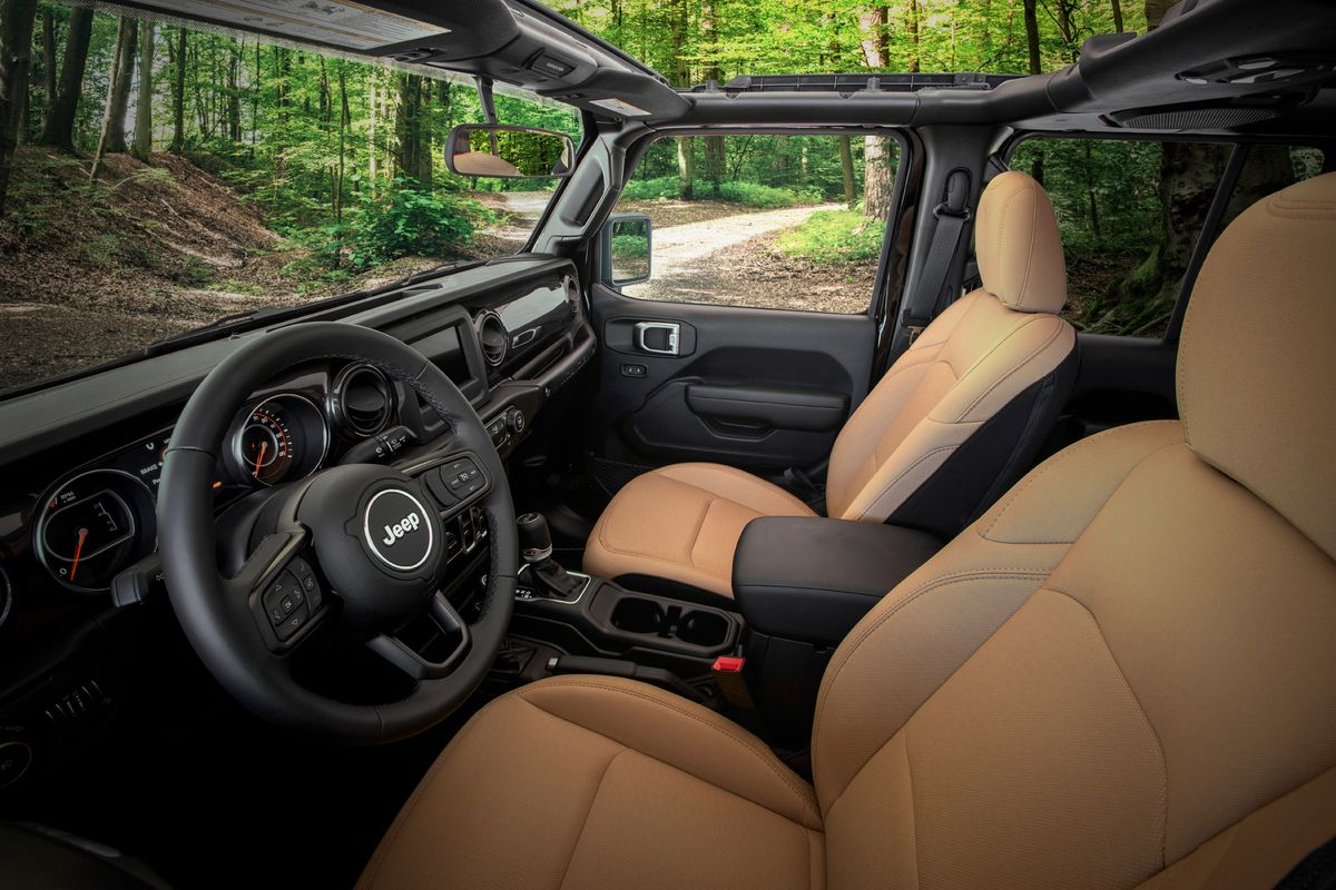 2020  Jeep Wrangler Black & Tan