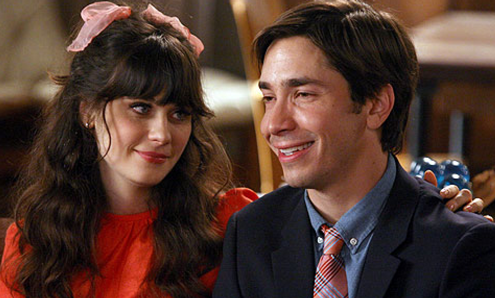5 Obvious Signs An Awkward Girl Likes You But Is Too Shy To Say It