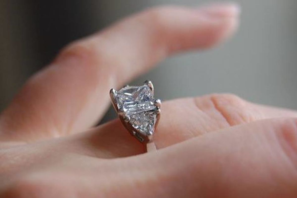 Woman dreams she swallowed her engagement ring and wakes up with it missing