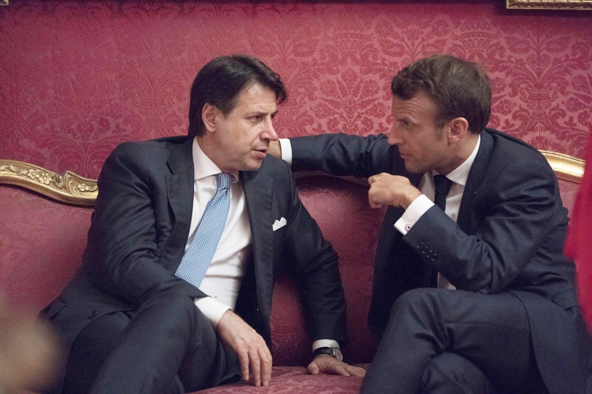 Roi Macron fa visita alla provincia domata
