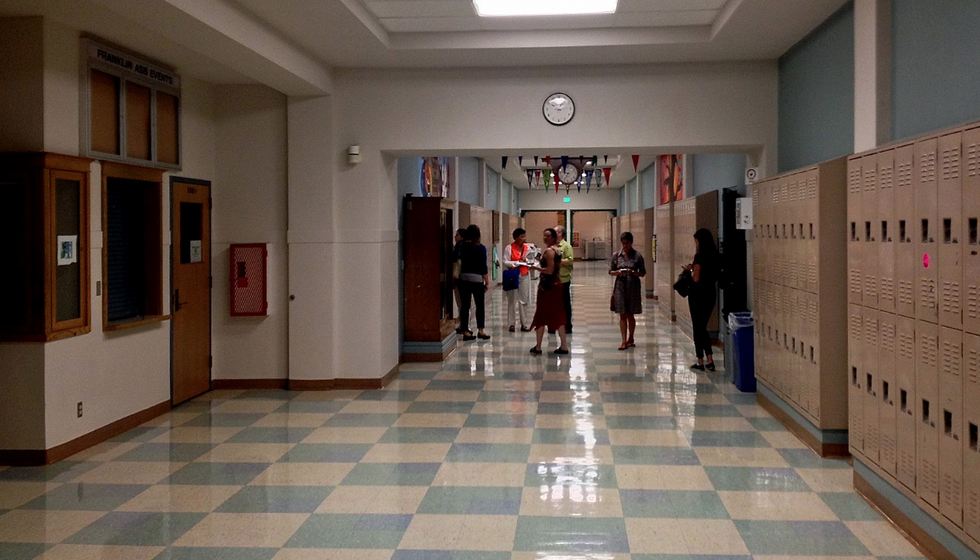 How To Properly Walk In The Hallways, Because Stopping In The Middle To Chat Isn't How You Do It