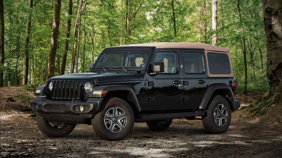 2020 Jeep Wrangler Black & Tan exterior front grille roof wheels black