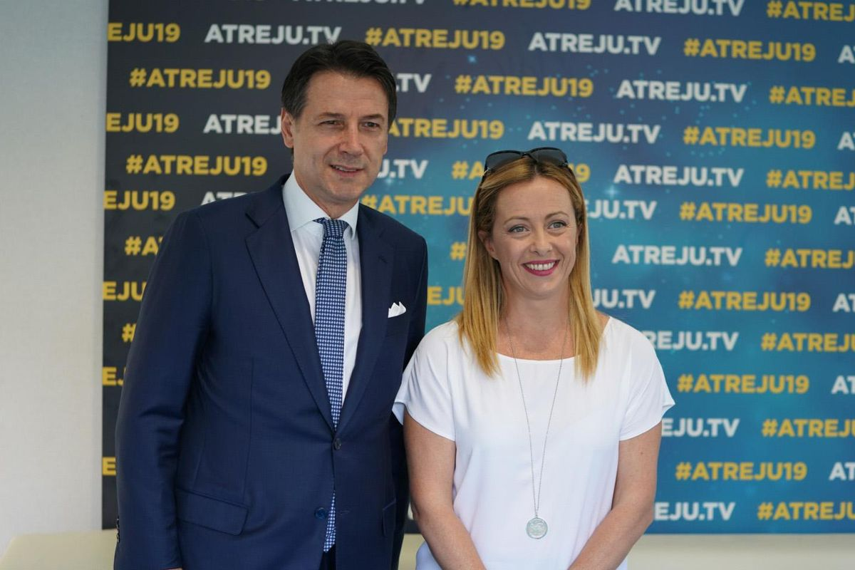 Conte prova a isolare Salvini ad Atreju ma rimedia solo fischi