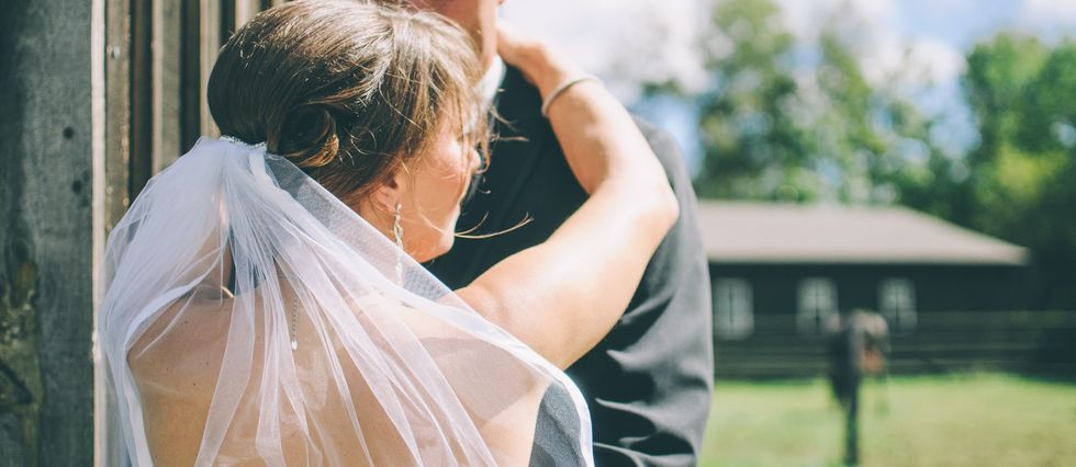 8 Signs You Are Too Young To Get Married, Like Not Being Old Enough To Book The Hotel For Your Honeymoon
