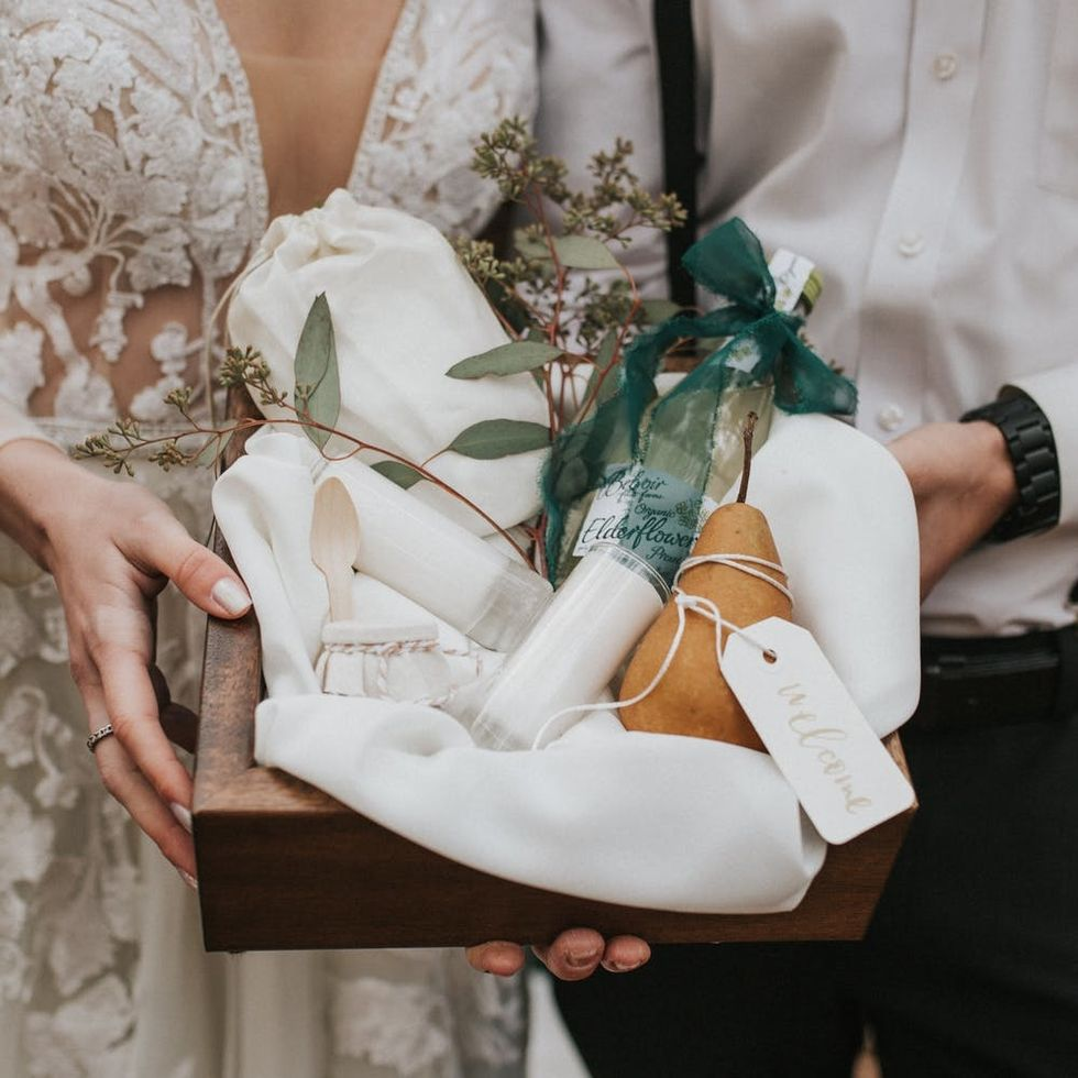 5 Off-Registry Wedding Gift Ideas to Stand Out from the Crowd in 2019