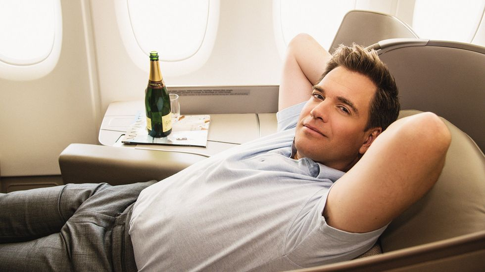 Michael Weatherly kicks back in first class