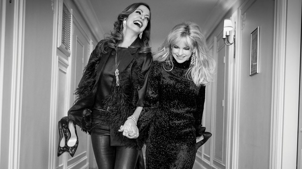 Allison Janney and Anna Faris dressed in black
