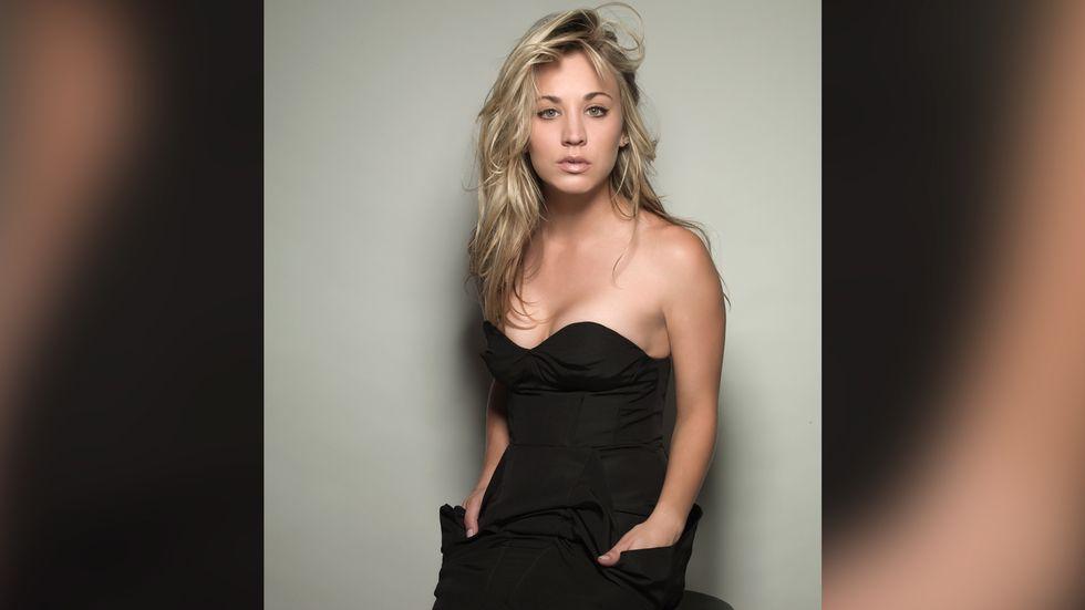 Kaley Cuoco in black sleeveless dress