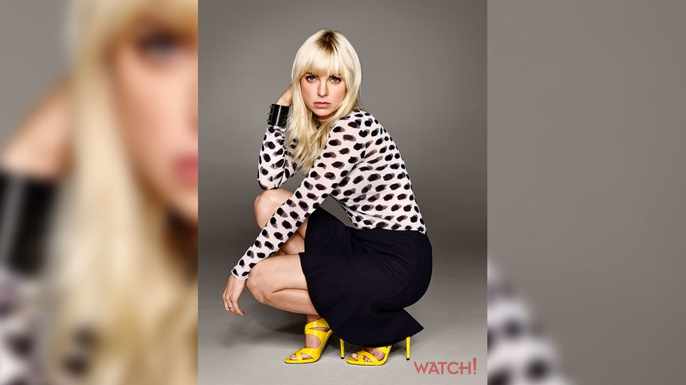 Anna Faris of Mom in black and white polkadot blouse and bright yellow sandals