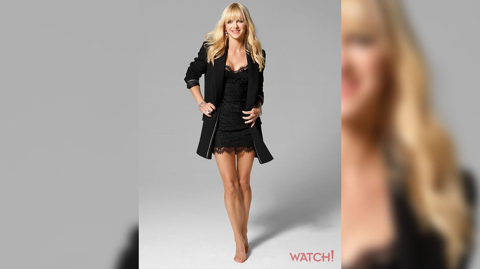 Anna Faris of Mom in black lace dress with black blazer