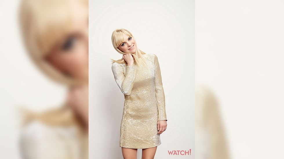 Anna Faris of Mom in gold brocade dress