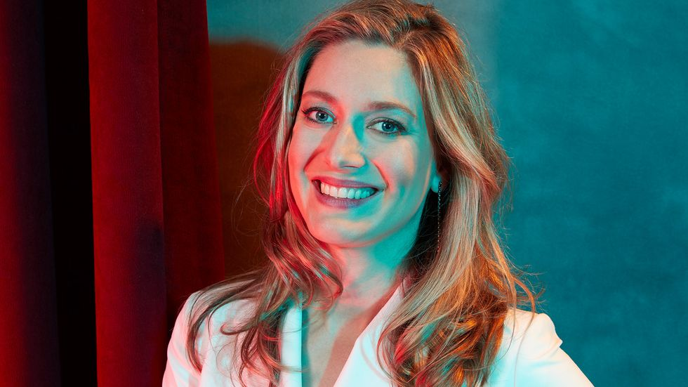 Zoe Perry of Young SHeldon in white suit