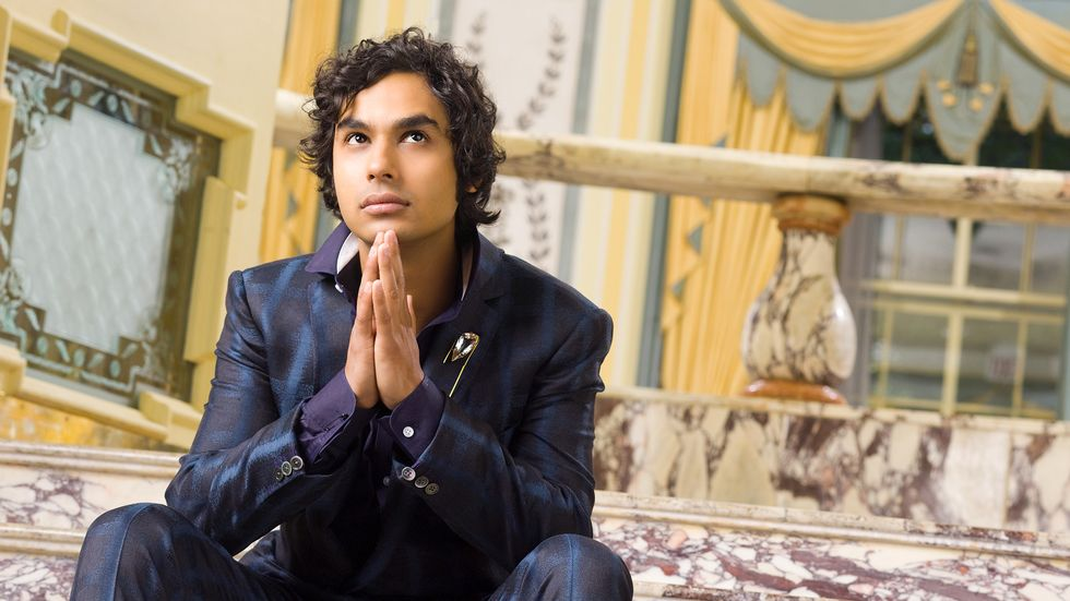 Kunal Nayyar of The Big Bang Theory in shiny blue on blue suit