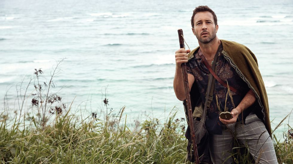 Alex OLoughlin of Hawaii Five0 hiking through Oahu