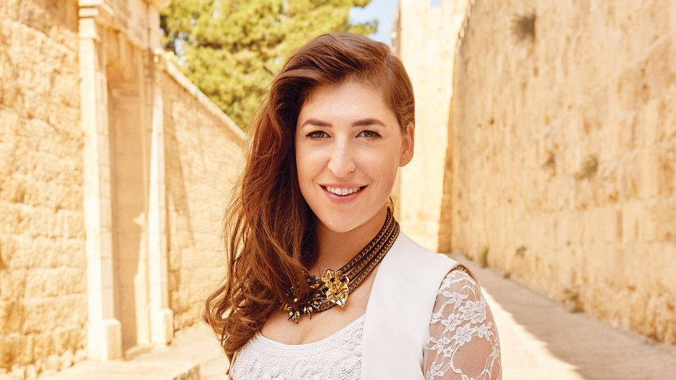 Mayim Bialik of The Big Bang Theory in lace dress and gold necklace