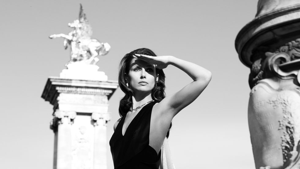 Bridget Moynahan in black and white photo in Paris