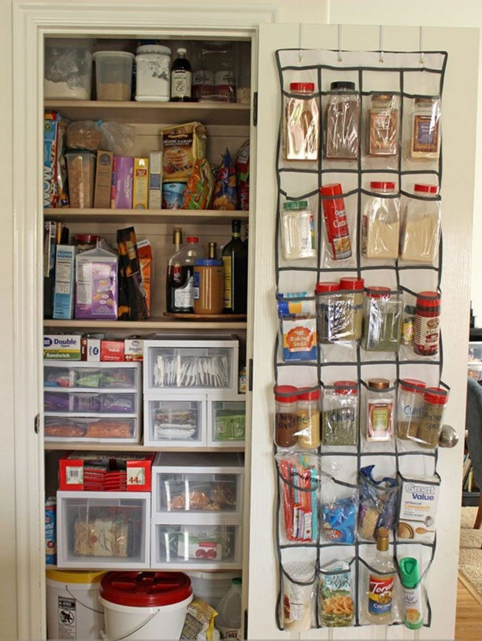 awesome-tips-for-making-a-tiny-pantry-functional