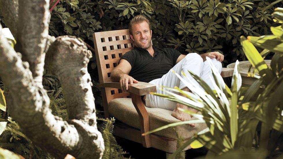 Scott Caan relaxing in garden