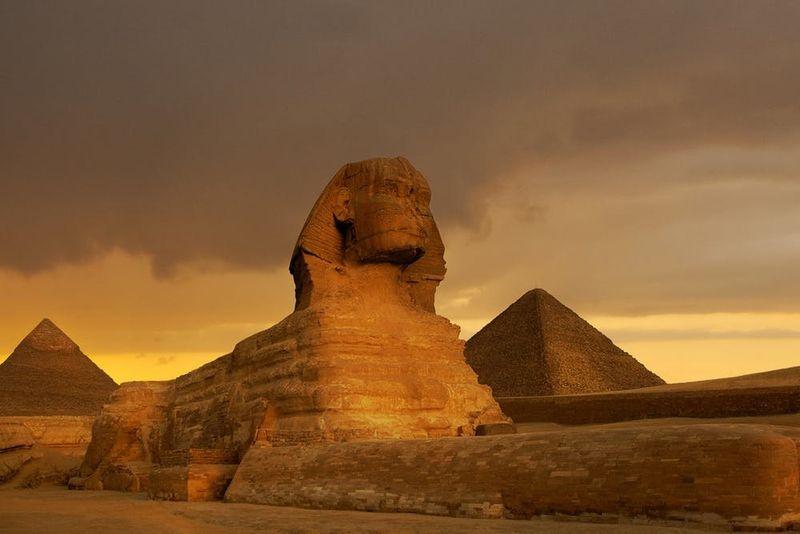 Sphinx et grande pyramide de Gizeh