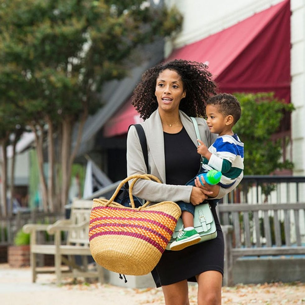 9 Essentials Every Mom Needs to Carry in Her Purse