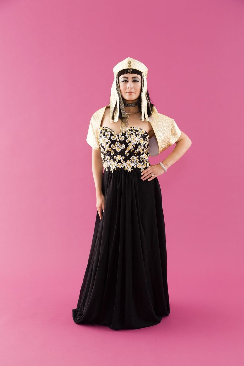 Get Your Diy Skills In Order This Cleopatra Costume Is For The Advanced Brit Co
