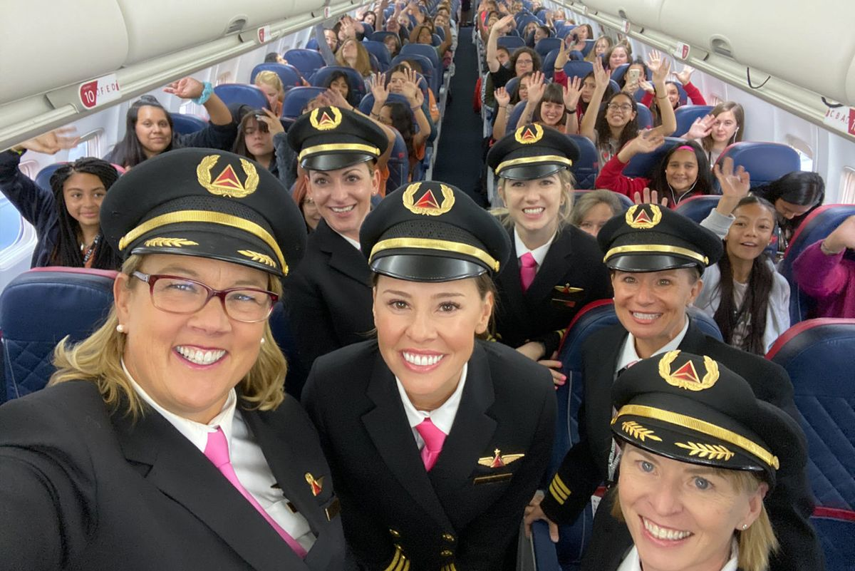 "An all-female Delta crew took a plane full of girls to NASA to ""close the gender gap in aviation"""