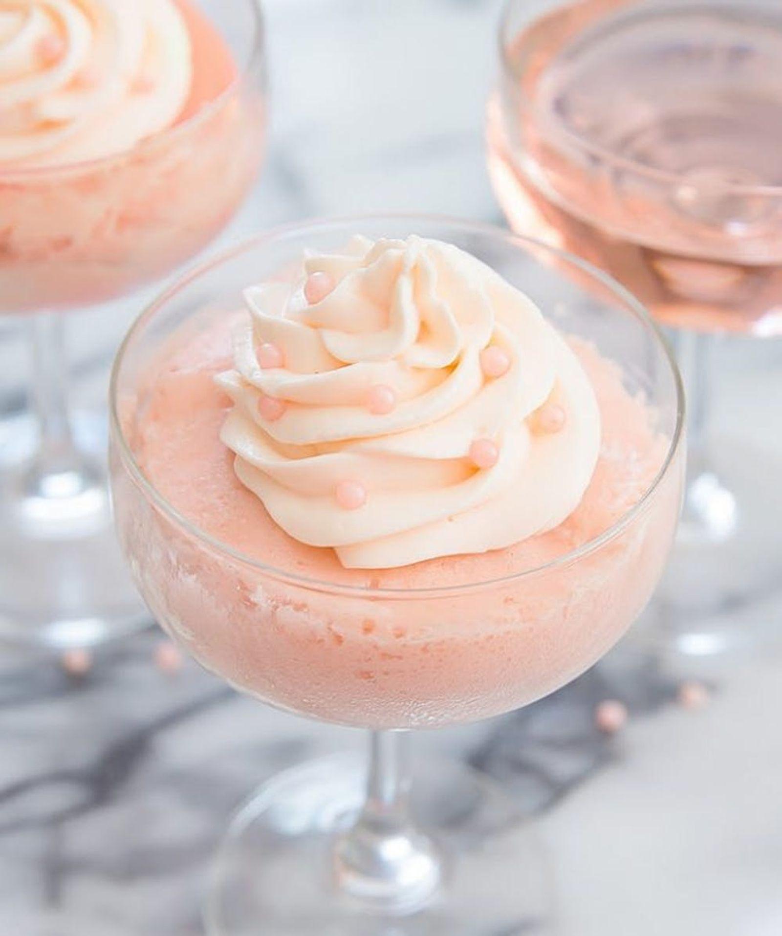 Ros\u00e9 Champagne Mug Cake Valentine's Day Dessert Recipe